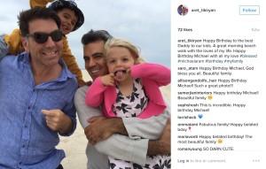 Մայքլ Արամն իր ամուսնու, որդու և դստեր հետ