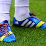 Ծիածանե կապերով մարզակոշիկներ, նկարը` manchestereveningnews.co.uk